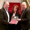Partnerschaft: Jane Taubert und Indentant Manuel Schöbel von den Landesbühnen Sachsen freuen sich über die Ehrenkünstlerschaft!