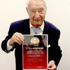 Der König der Tanzpaläste ist auch Ehrenkünstler im König Albert Theater: Hugo Strasser