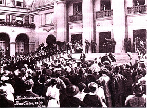 Arrival of King Friedrich August III at the theater square